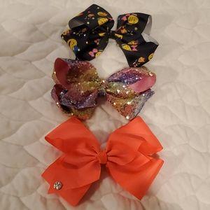 3 Jojo Siwa bows